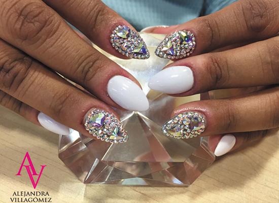uñas decoradas con cristales en guadalajara