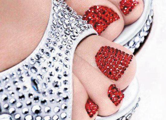 PEDICURE con uñas decoradas con cristales