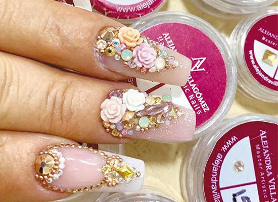 uñas decoradas con cristales